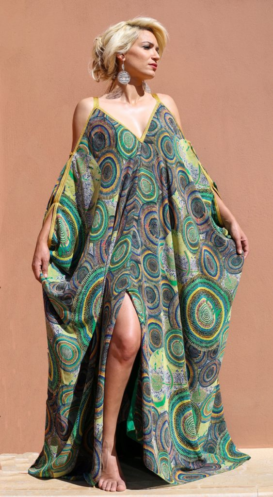 Two-way silk muslin caftan with Moroccan hand-made embroidery.