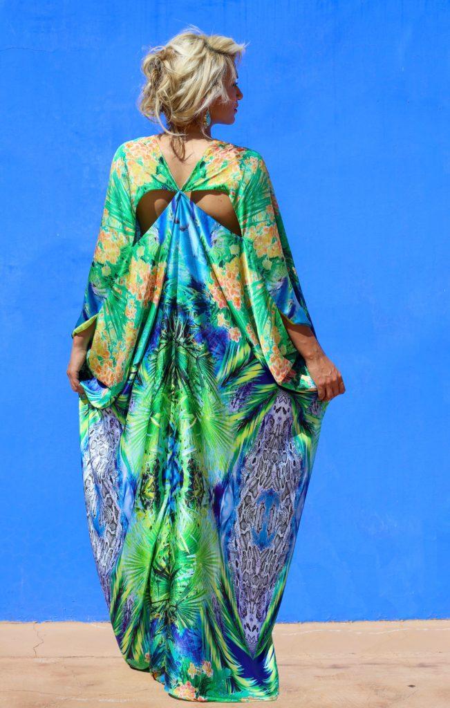 Open- shoulder silk and muslin caftan.