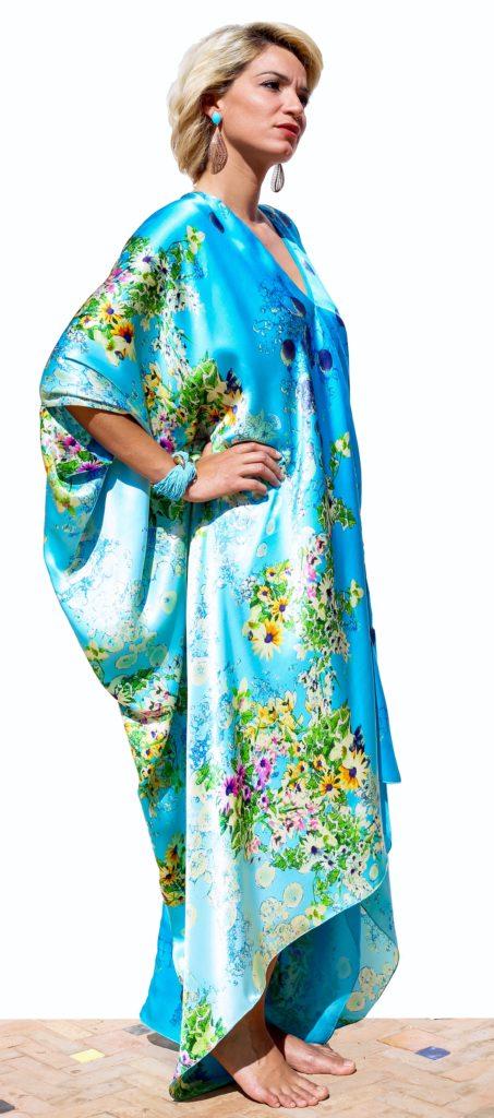 Silk caftan with open shoulders. Silk muslin lining.