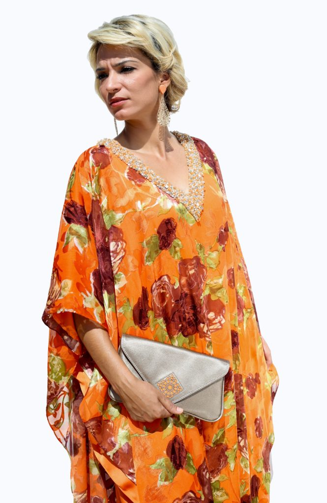 Silk muslin gandoura. V-neck with sparkle and coloured breads. Silk charmeuse lining. Hand-made finishes.
