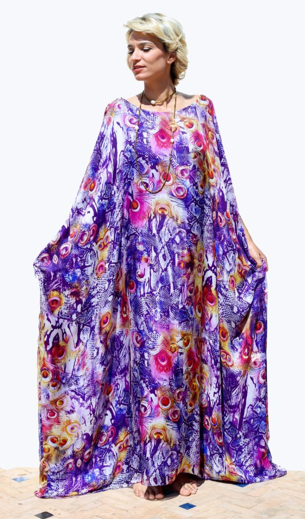 Silk muslin caftan with silk charmeuse lining. Crystal stones are used to close the sleeves.